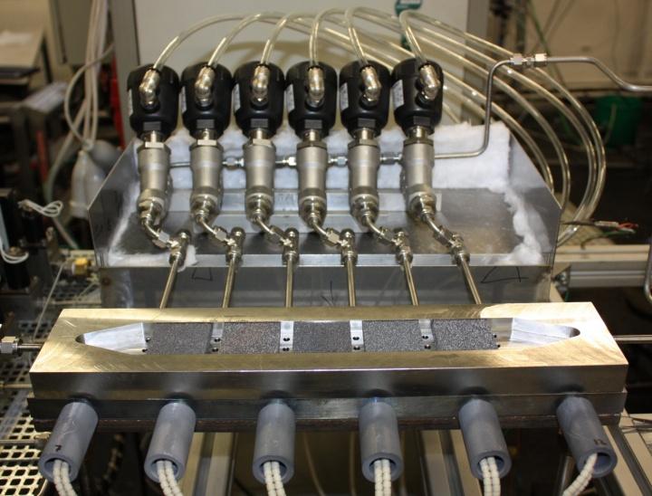 Flachbettreaktor für die Kinetikmessung (c)